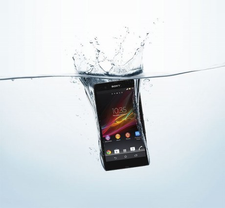 Sony_Xperia_Z_Front_Water_P